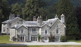 Crogen Estate, a House to Rent in Wales